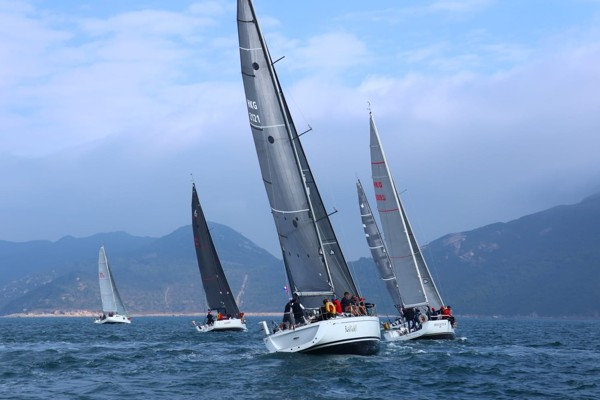 The start line of the Four Peaks trail and sailing race. Photo: Aberdeen Boat Club