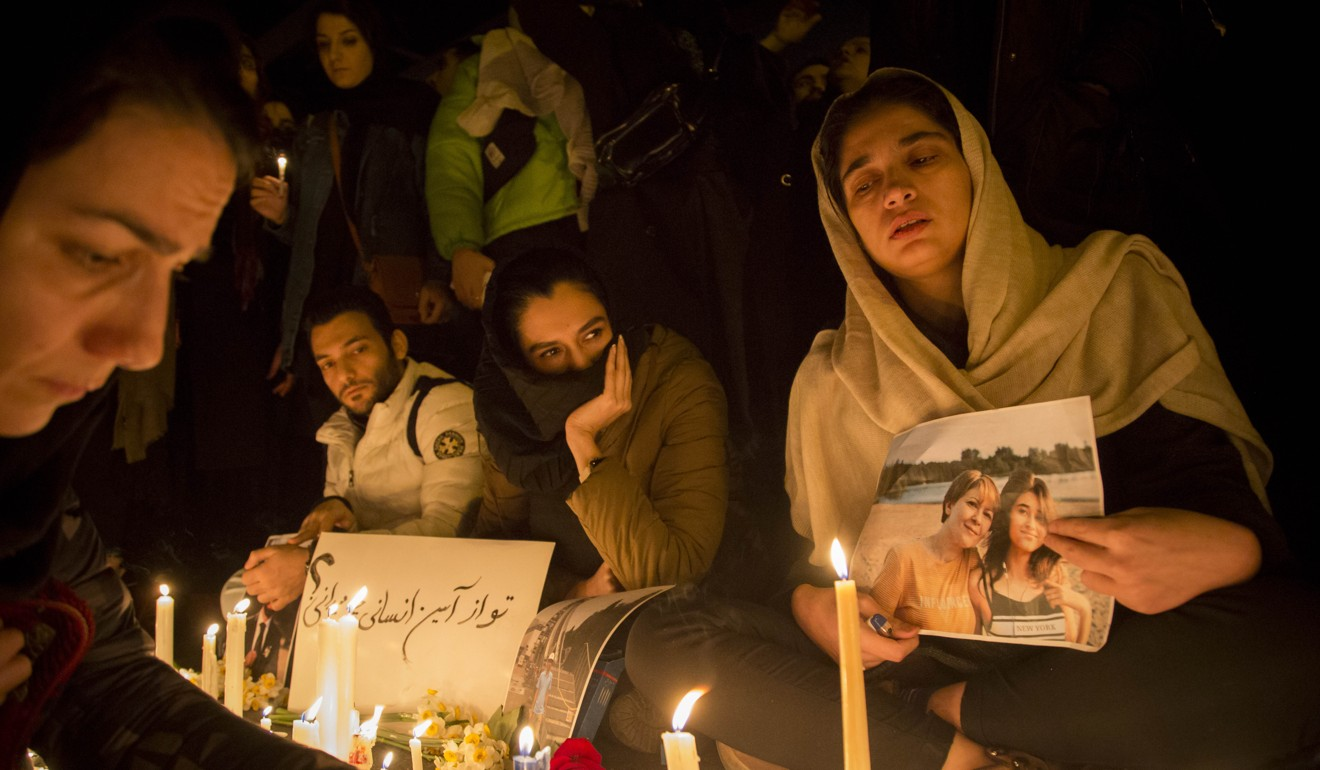 Iranians light candles during a vigil for the victims of the Ukrainian plane crash in Tehran. Photo: DPA