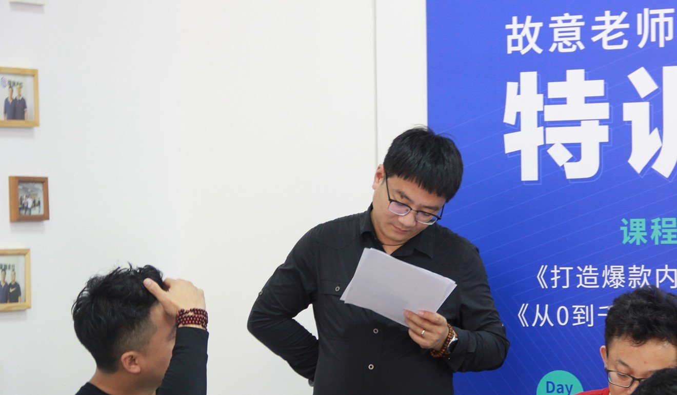 Instructor Zhang Bo gives feedback to a student in class. Photo: Guyizouhong