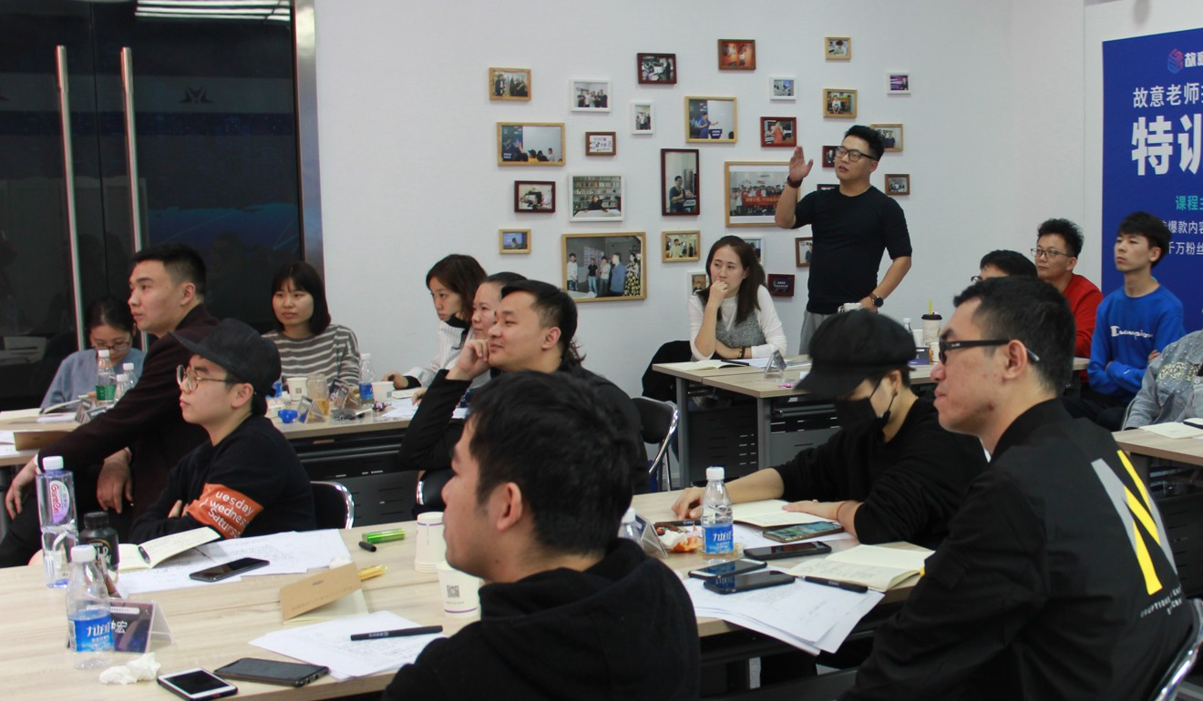 A participant of a class on how to earn money on Douyin stands up to ask a question. Photo: Guyizouhong