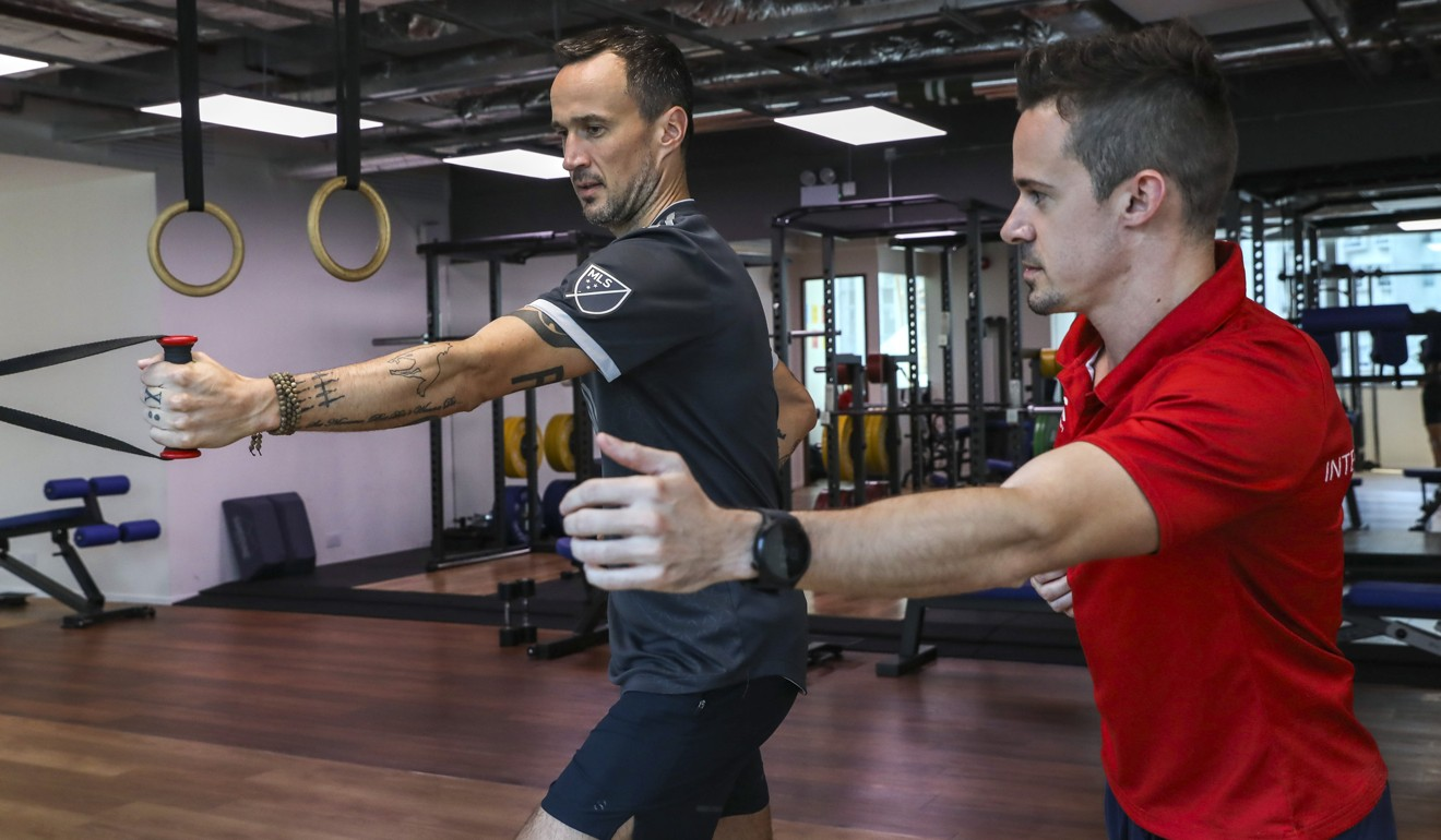 Joint Dynamics physiotherapist Erwan Desvalois training South China Morning Post reporter Patrick Blennerhassett for the Hong Kong Marathon. Photo: K.Y. Cheng
