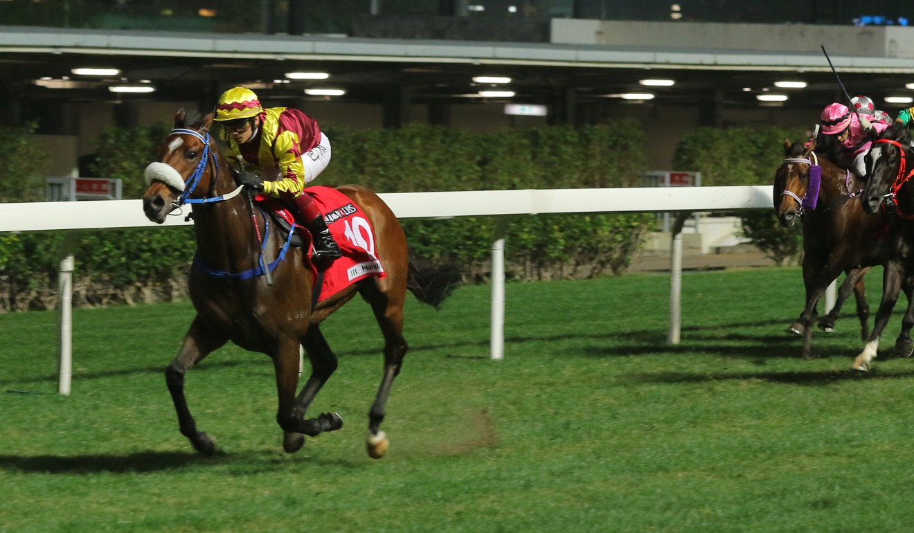 Bear Again clears out to win easily at Happy Valley.