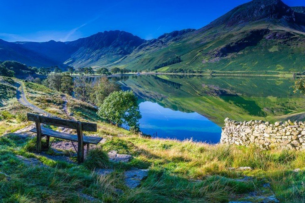 Which 9 of the world's lakes and lake hotspots are stars on Instagram?
