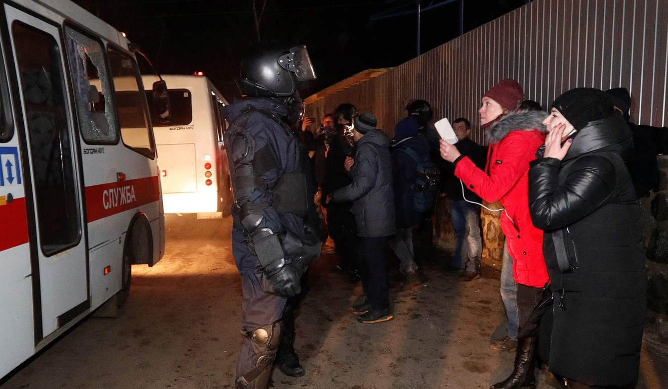 Coronavirus: Ukraine protesters clash with police over evacuees from China