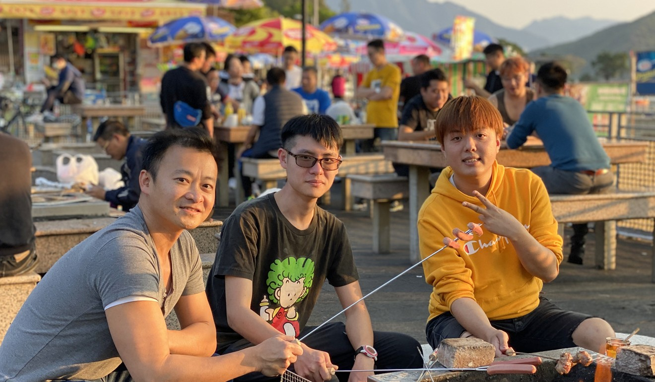 (From left) Friends Kendrew Chan, Yao Chun-wai and Billy Chan enjoy a barbecue. Photo: Denise Tsang