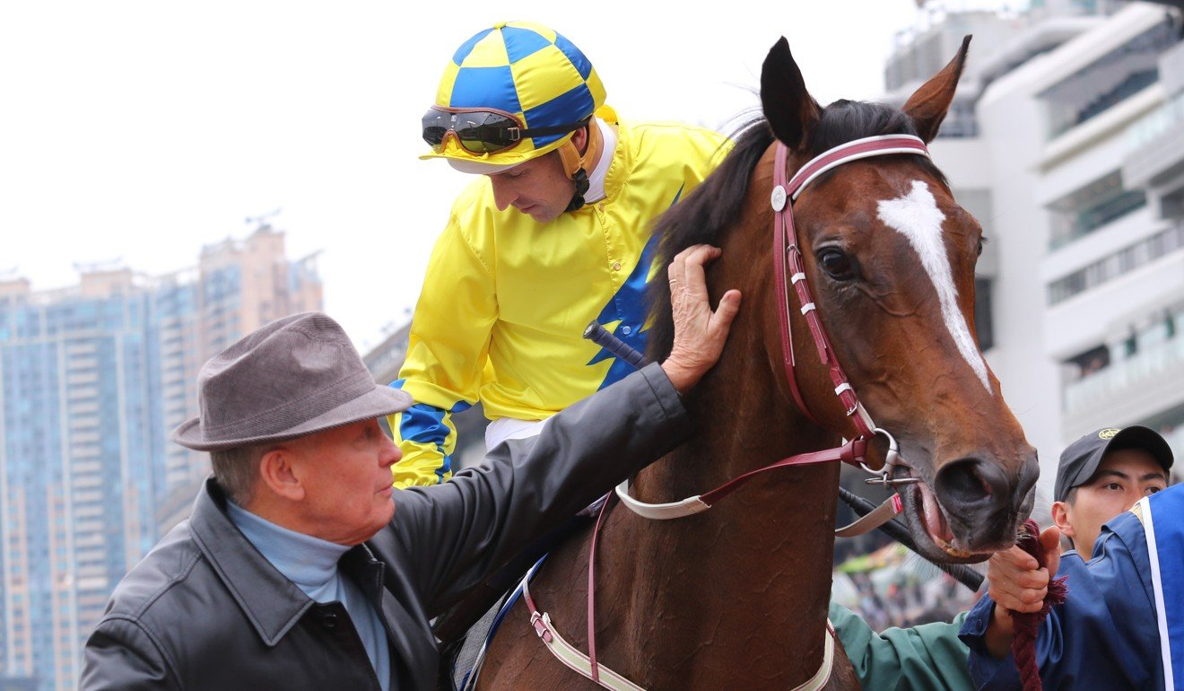Hugh Bowman and John Moore win the Hong Kong Gold Cup with Werther in 2017.