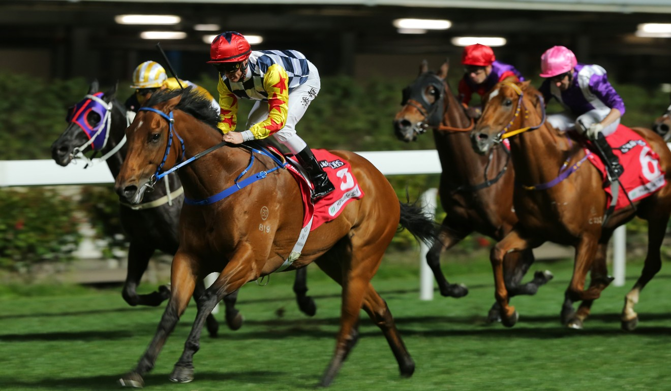 Zac Purton wins easily on Amazing Star at Happy Valley.