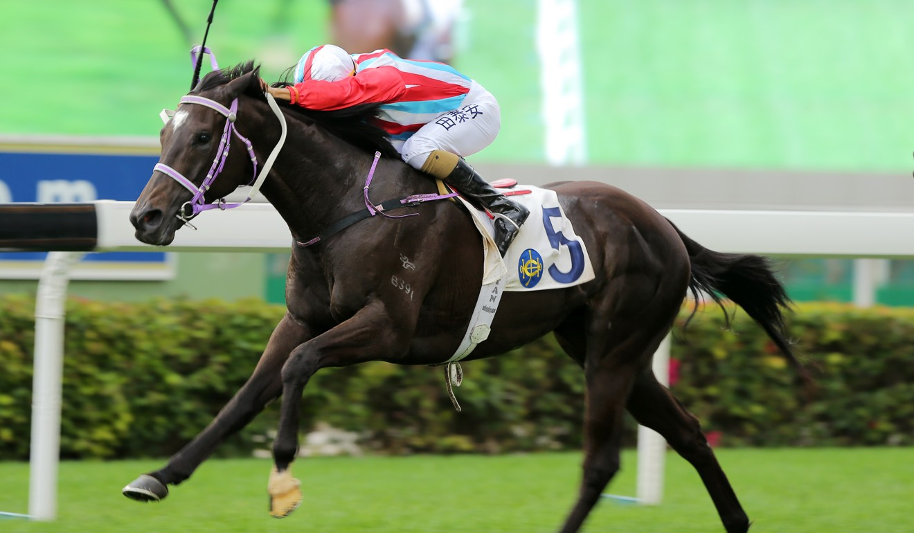 Karis Teetan boots Lakeshore Eagle home at Sha Tin on Sunday.