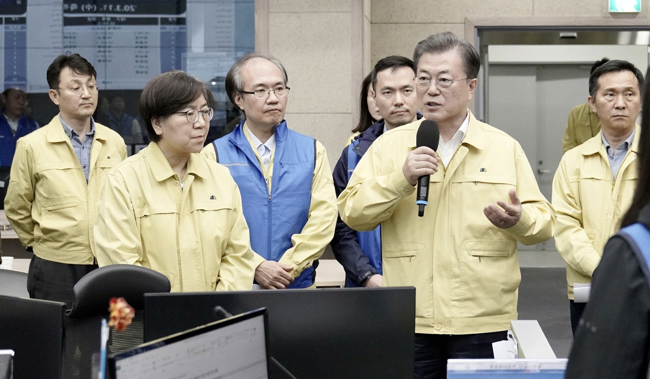 South Korean President Moon Jae-in visits the Korea Centres for Disease Control and Prevention on March 11. Photo: EPA