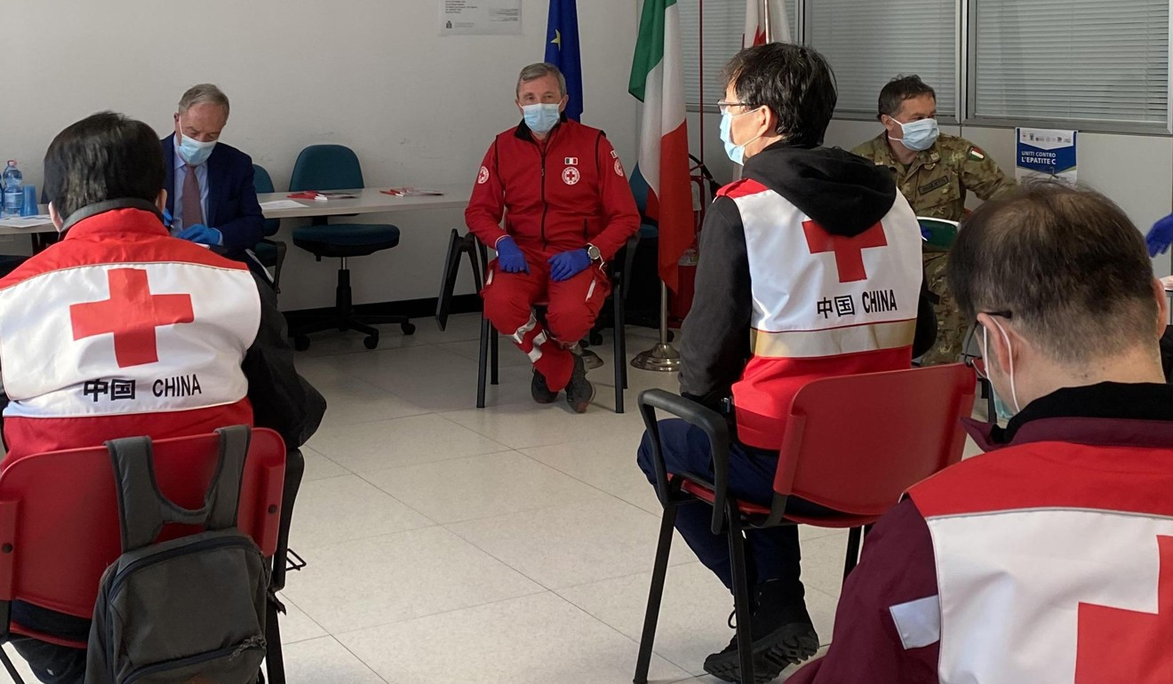 Chinese medical experts discuss the coronavirus with doctors and Red Cross staff members in Padua, Italy. Photo: Xinhua