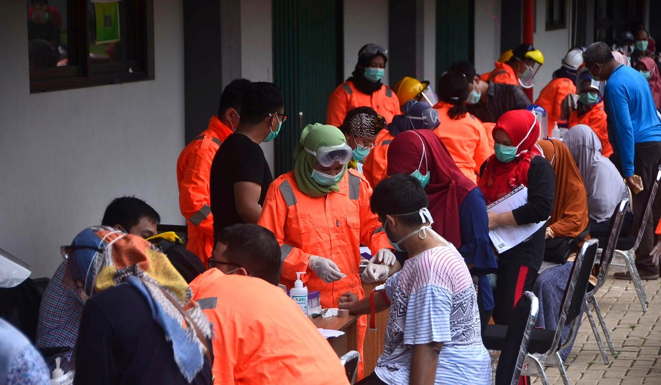 Indonesian medical staff administer mass testing for Covid-19 in Bekasi, West Java. Photo: AFP