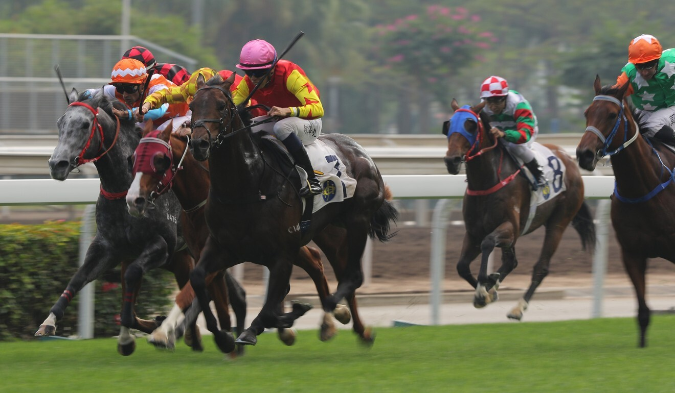 Farhh Above rattles home to win at Sha Tin.
