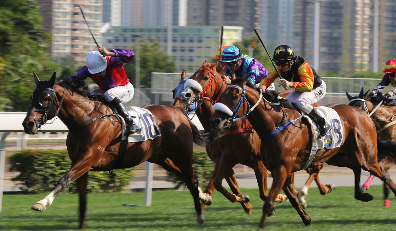 Joao Moreira (inside) and Zac Purton (outside) battle it out at Sha Tin on Sunday.