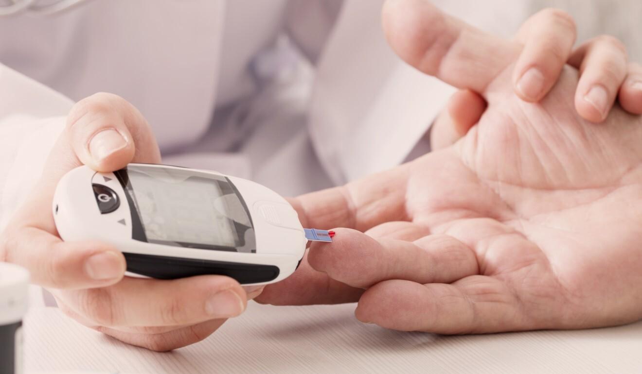 Nhiều bệnh nhân tiểu đường sử dụng theo dõi lượng đường trong máu thường xuyên để xử lý bệnh và tránh các biến chứng.  Ảnh: Shutterstock