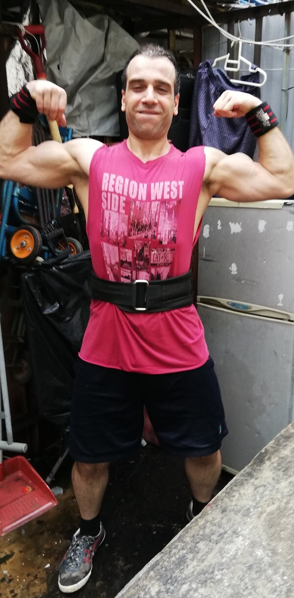 Iraqi refugee Alex Tyronne went from 110kg to ripped by working out on his roof.