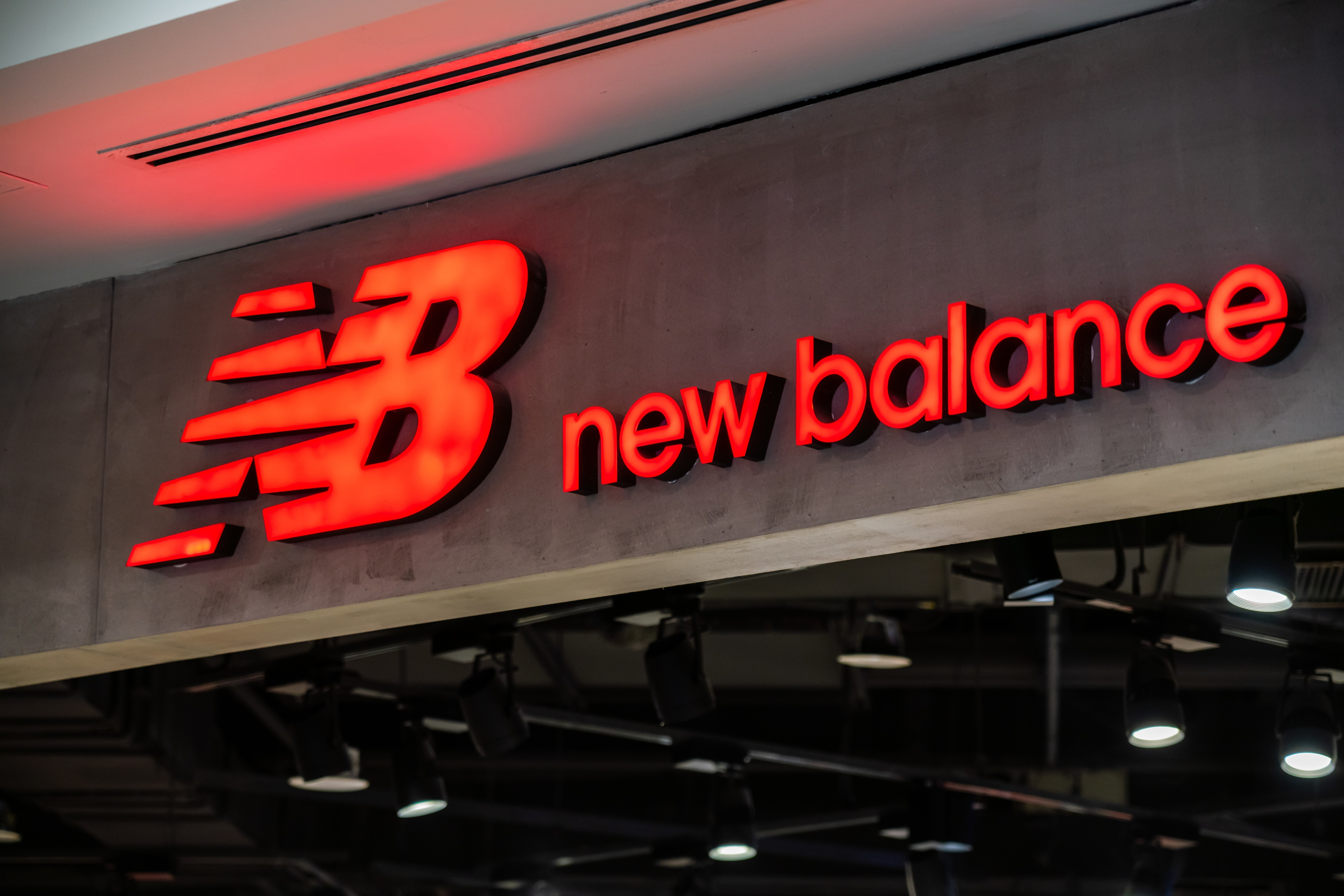 lucha formación Mariscos  New Balance wins copyright case against Chinese firm over 'N' logo, wins  US$1.54 million | South China Morning Post