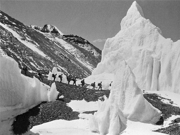 It is 60 years since the first Chinese team reached the summit of Everest.