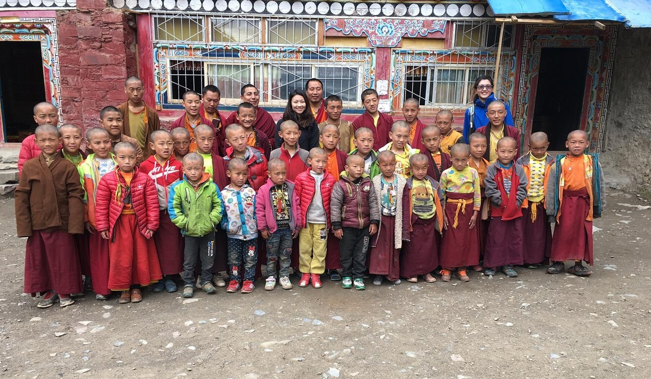 Tsui (centre) with schoolchildren in China's Sichuan province. Photo: courtesy of Hazel Tsui