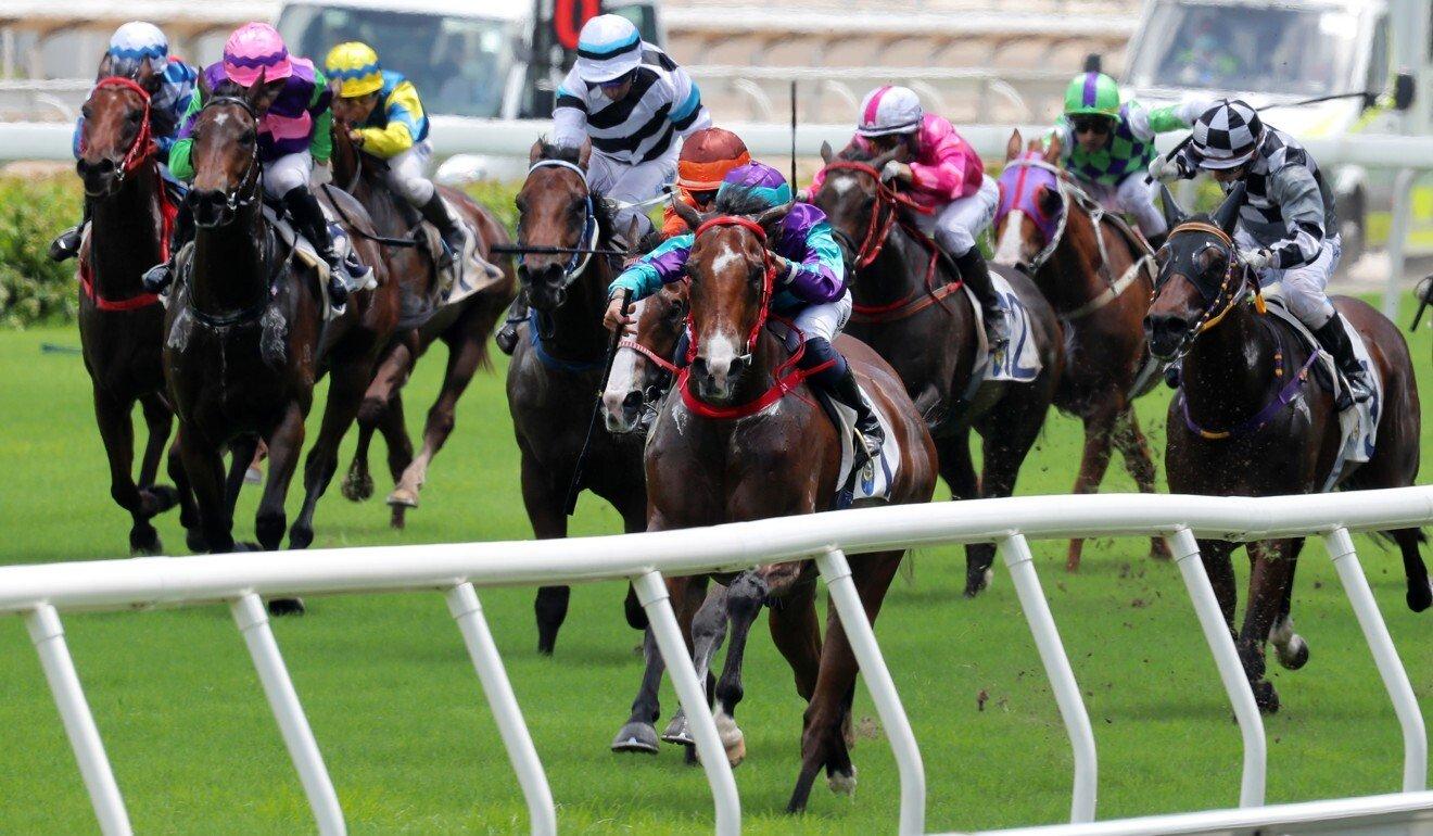 Winning Dreamer dashes clear at Sha Tin on Sunday.