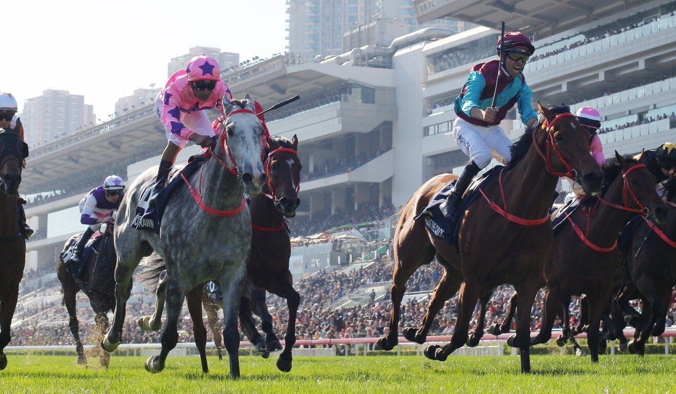 Beat The Clock (right) wins the 2019 Hong Kong Sprint.