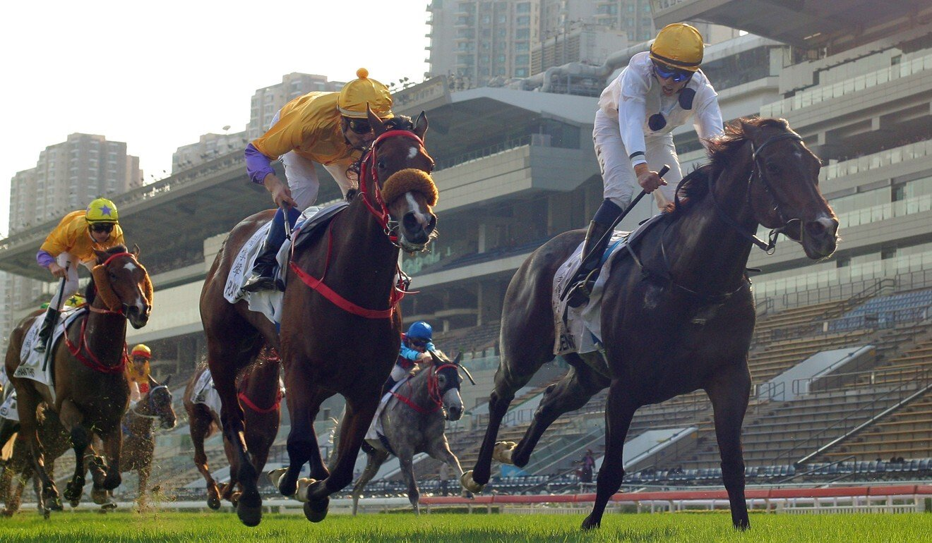Golden Sixty and Vincent Ho (right) edge out Playa Del Puente and Blake Shinn in the Hong Kong Derby.