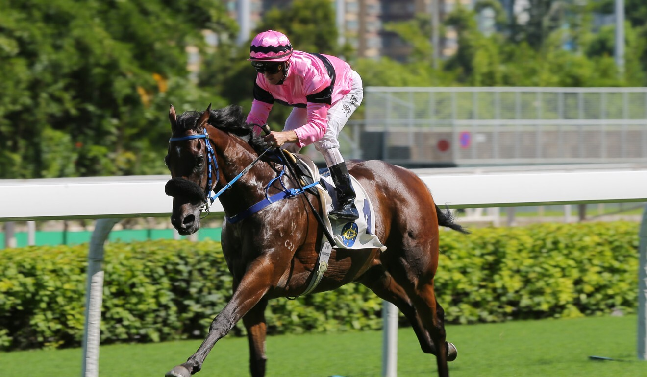 Zac Purton cruises to victory on Perfect Pair at Sha Tin.