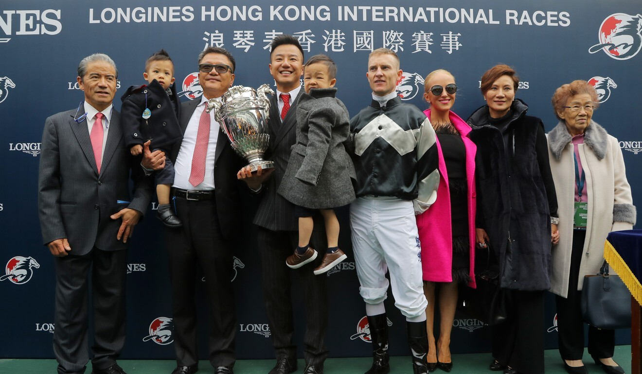 Wong Leung (second from right) poses for photos after Exultant takes out the 2018 Hong Kong Vase.