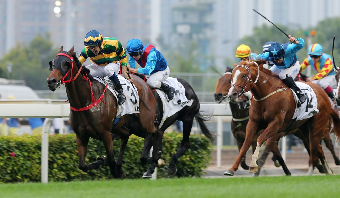 Sunny Speed (right) chases home Furore in the 2019 Hong Kong Derby.