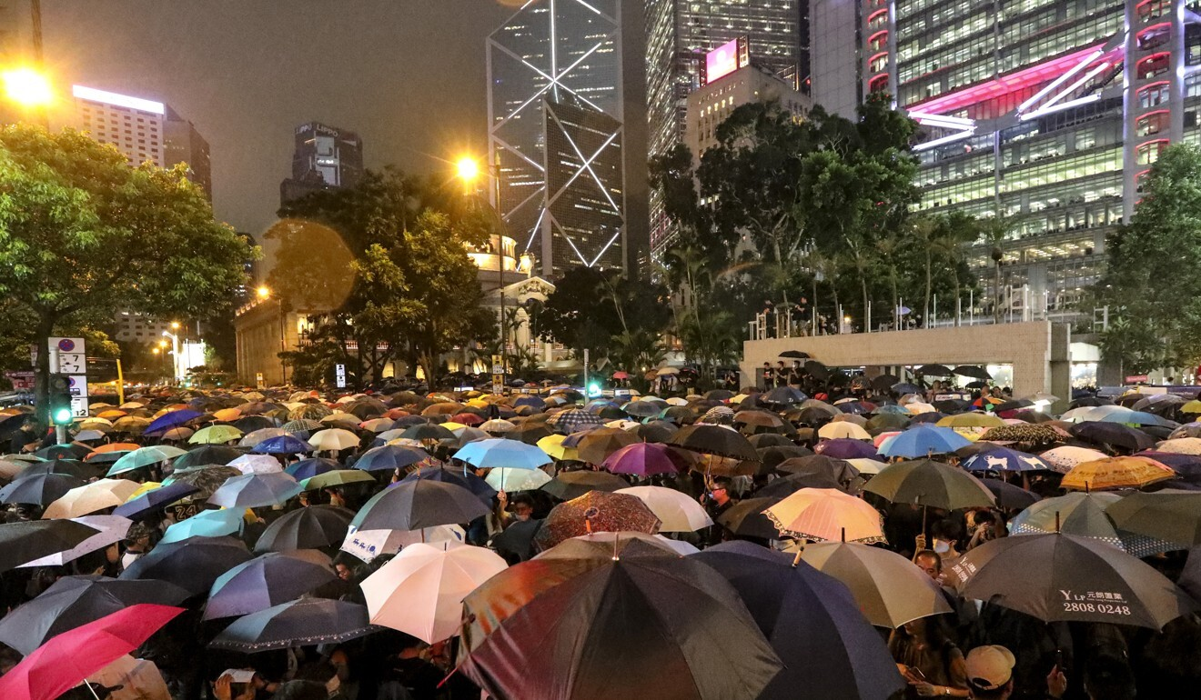 An estimated 40,000 civil servants and civilians gather at Chater Garden in Central in support of anti-government protesters last August. Photo: Felix Wong
