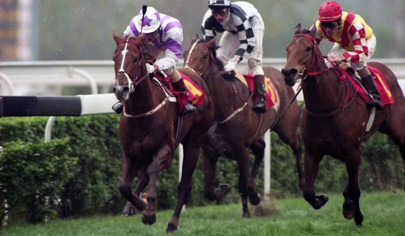 Tony Cruz pilots Makarpura Star (left) to victory in the 1995 Hong Kong Derby. Photo: Oliver Tsang