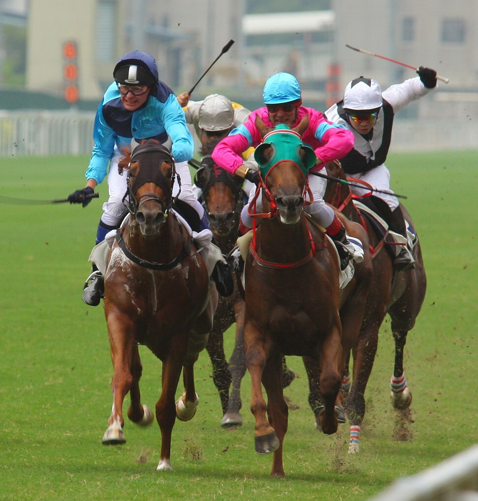 John Moore (left) comes second to Derek Cruz (pink silks) in the trainers ride for charity contest in 2007. Dennis Yip (right) finishes behind them. Photo: Kenneth Chan
