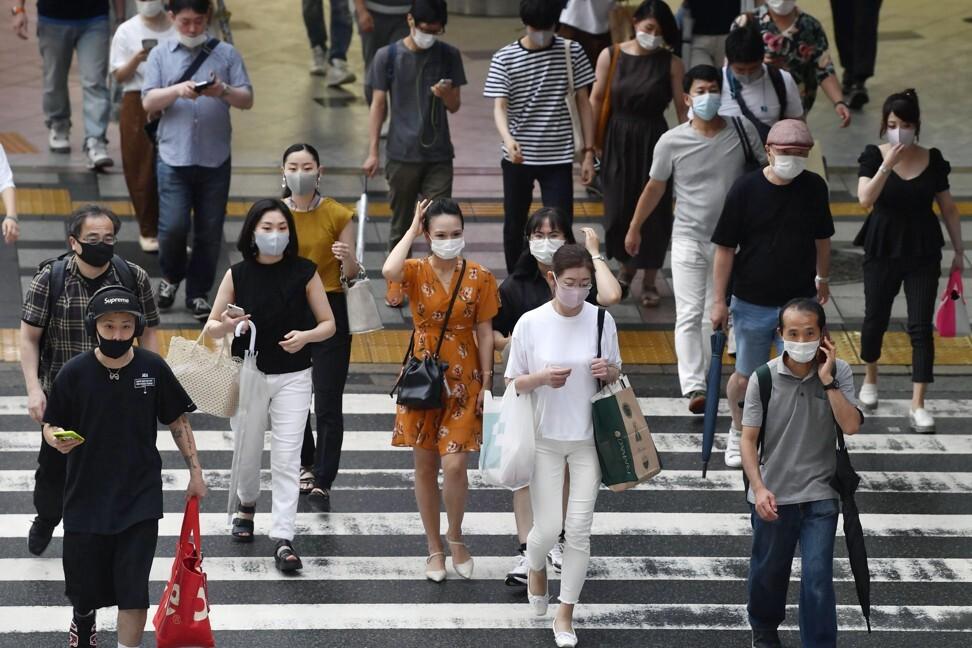 People in Osaka wear face masks amid the coronavirus pandemic. Photo: Kyodo