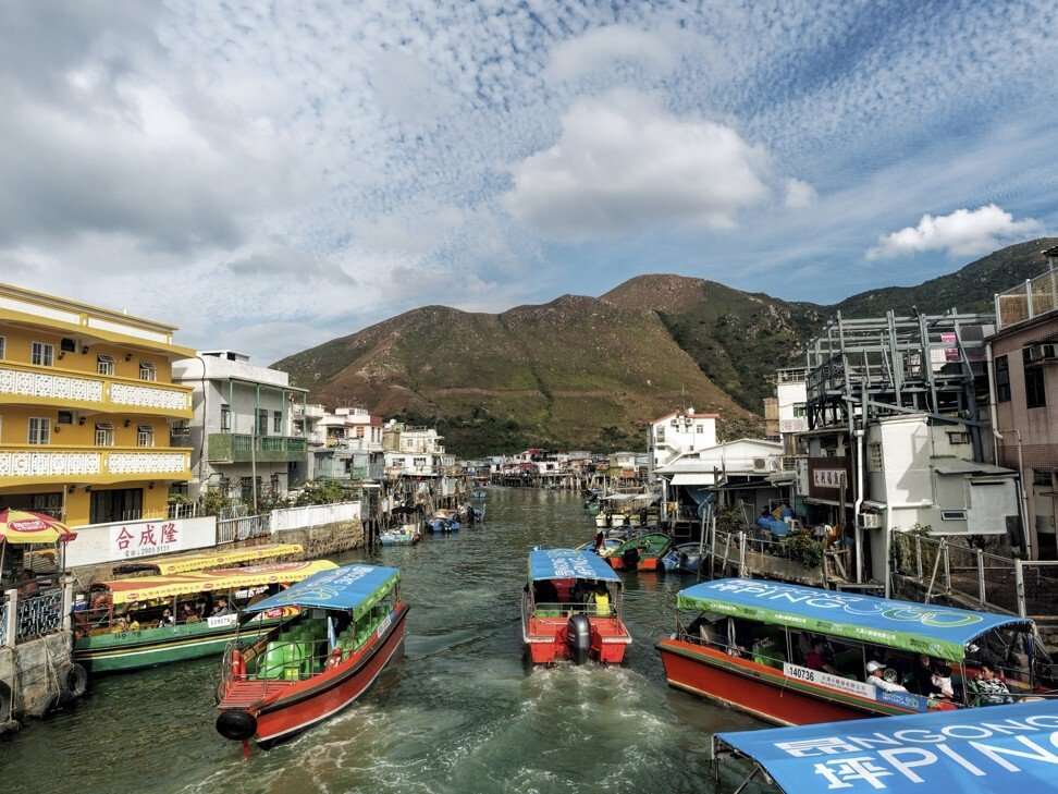 Boats running along Tai O creek. Photo: Martin Williams