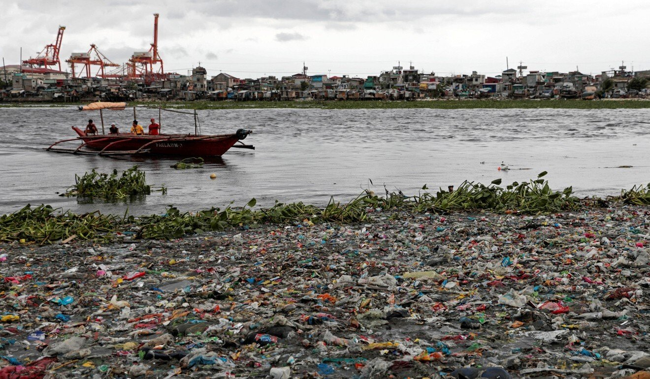 A boat prepares to dock on a rubbish-strewn Manila beach in 2019. Photo: Reuters