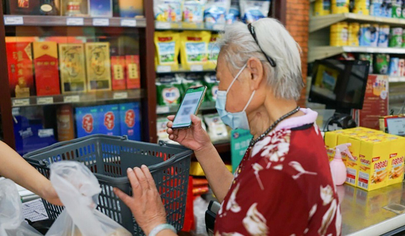 Social media star Jiang Minci, 89, is no stranger to technology, using her mobile to pay for shopping. She is now learning video editing skills. Photo: Handout