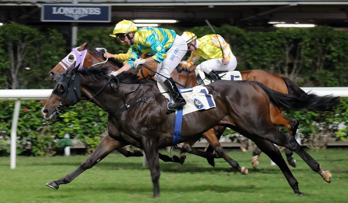 Oriental Elite goes on to win at Happy Valley.