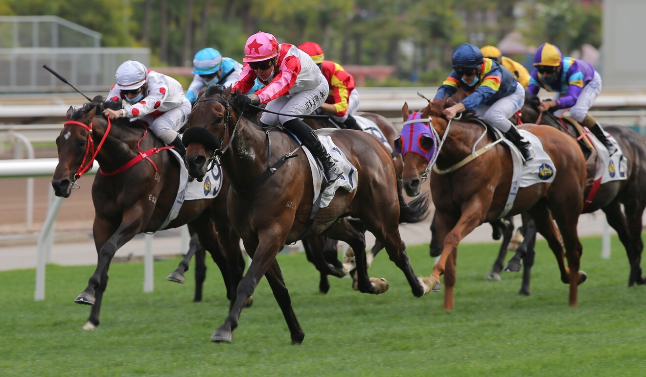 Vincy dashes clear under Tony Piccone to win for the first time in Hong Kong.