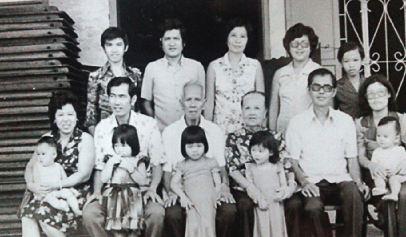 Loke Ching Fatt (middle row, third left) with his family, including Loke Chee Chow. Photo: Anthony Loke