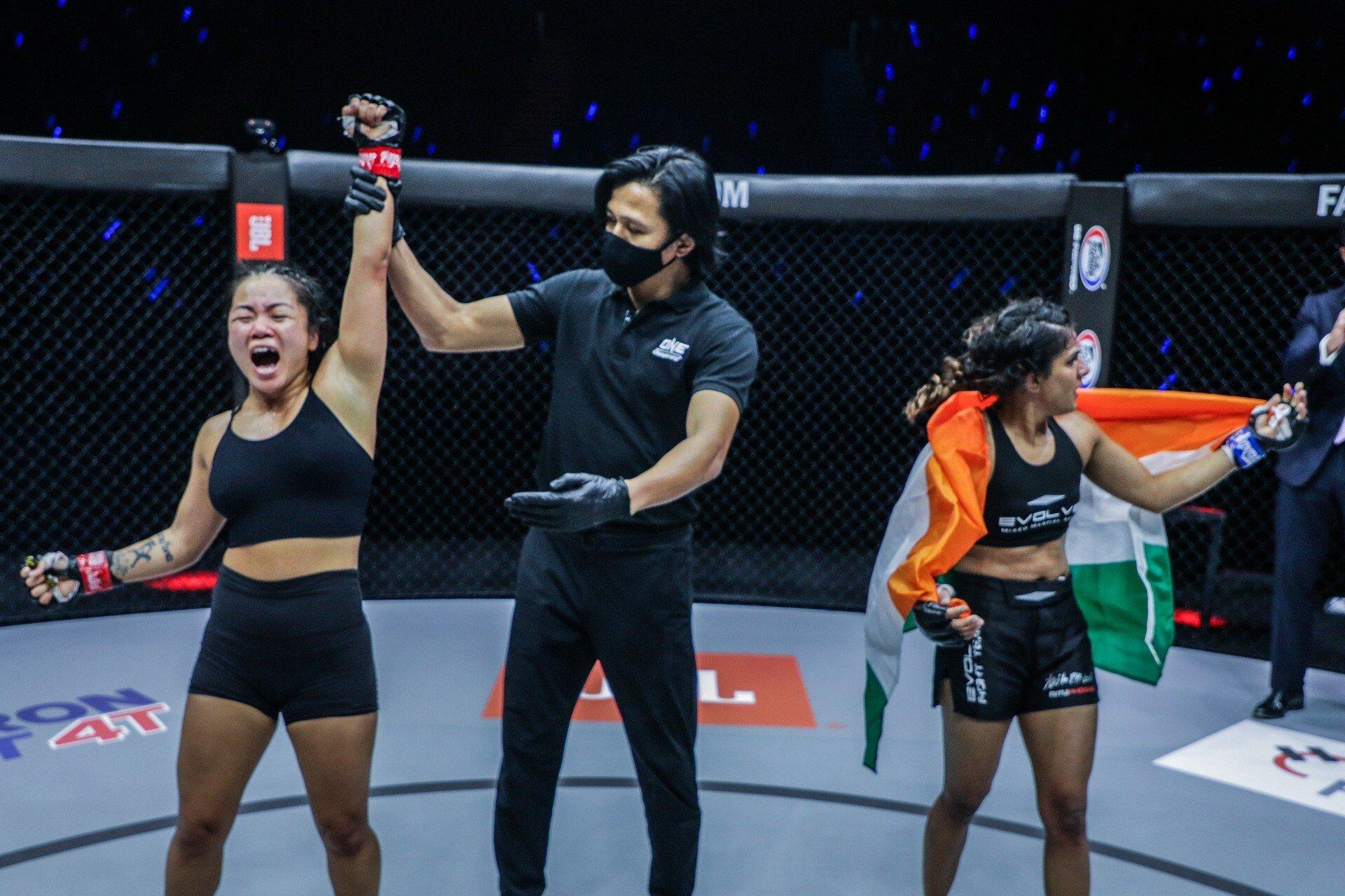 Phogat lost by split decision against Bi Nguyen