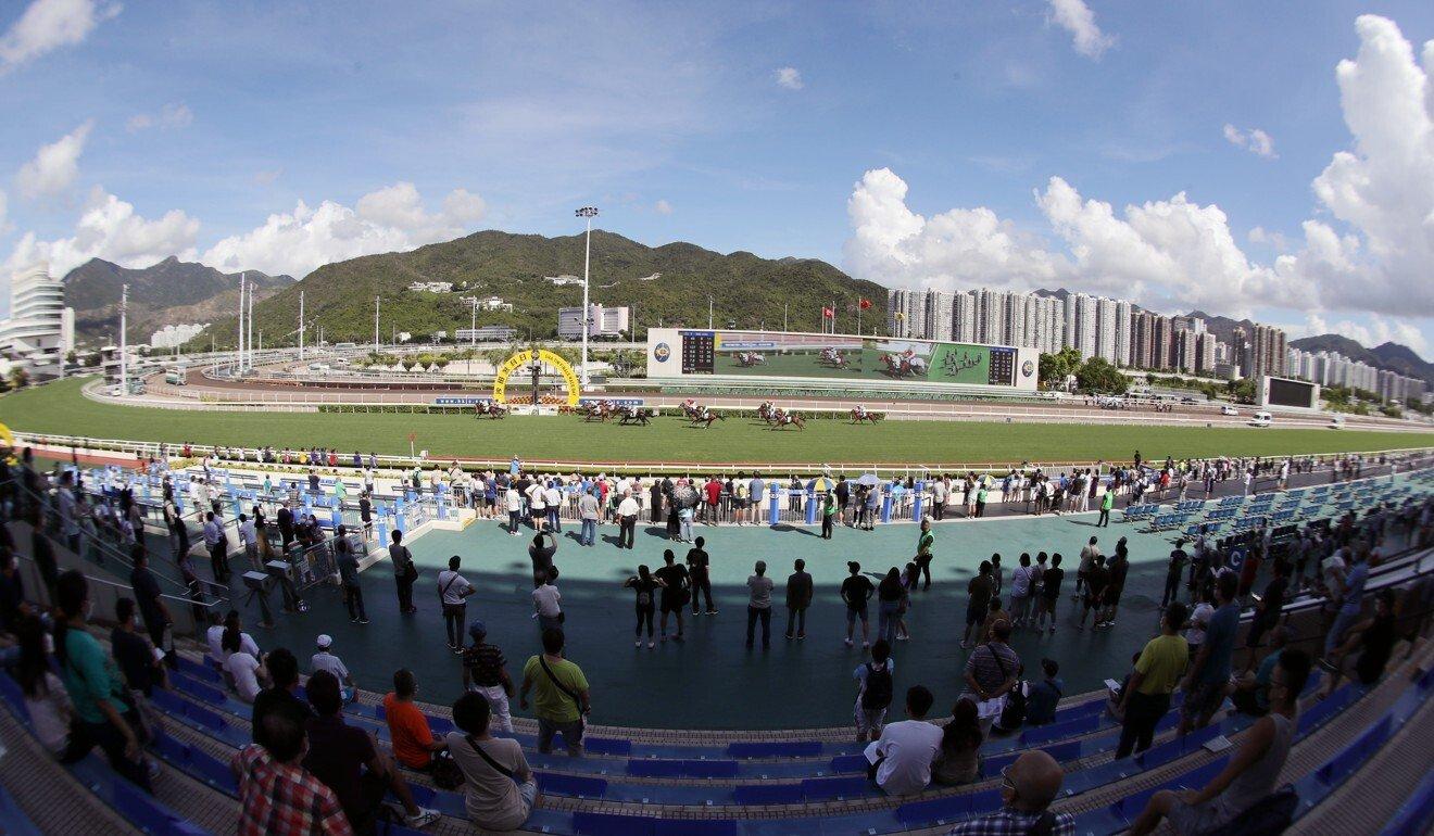 Racing fans at Sha Tin finale.