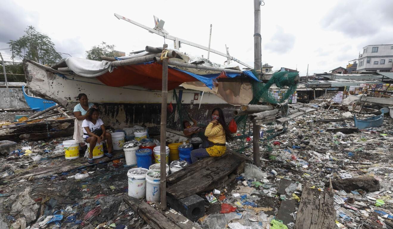 Trash at a coastal community in Navotas City, Metro Manila. Photo: EPA