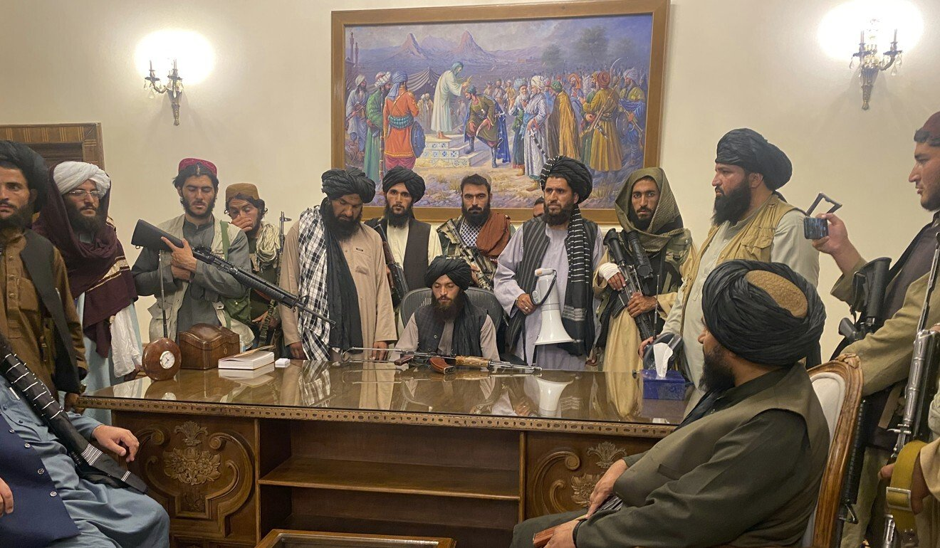 Taliban fighters take control of Afghanistan's presidential palace. Photo: AP