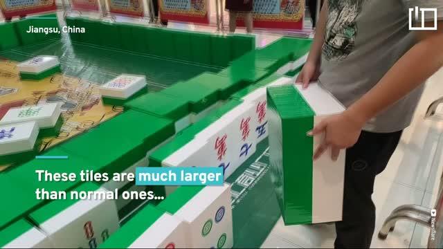 Shoppers play giant mahjong match