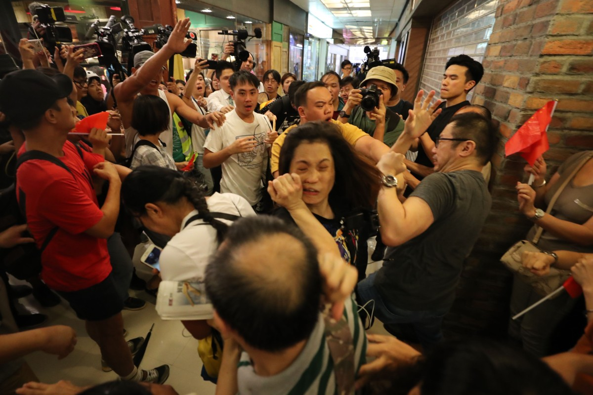 Hong Kong protests: fighting breaks out when pro-government group sings with Chinese flags