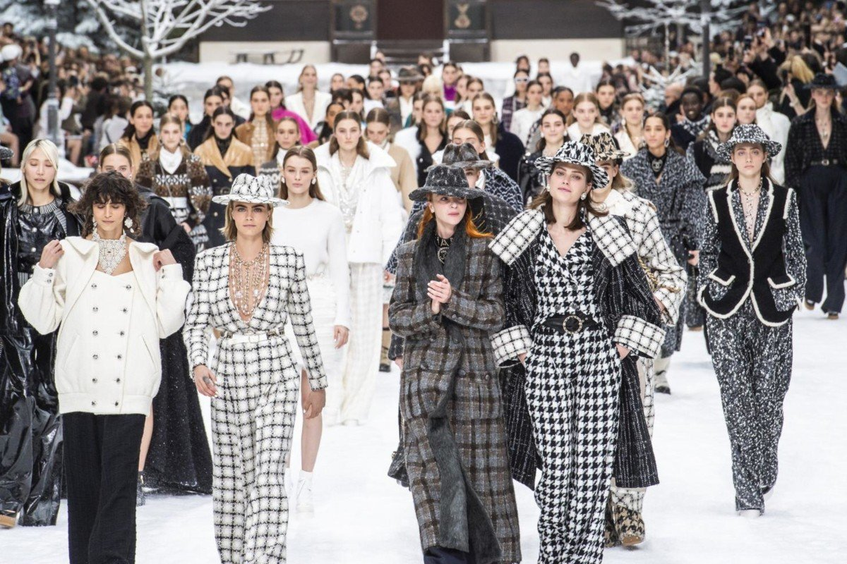1f8162499 Catwalk models present creations during the late German designer Karl  Lagerfeld's final Chanel autumn/winter