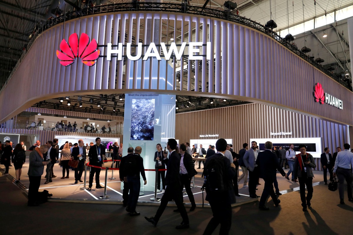 Visitors walk next to a Huawei booth at the Mobile World Congress in Barcelona, Spain, February 27, 2019. Photo: Reuters