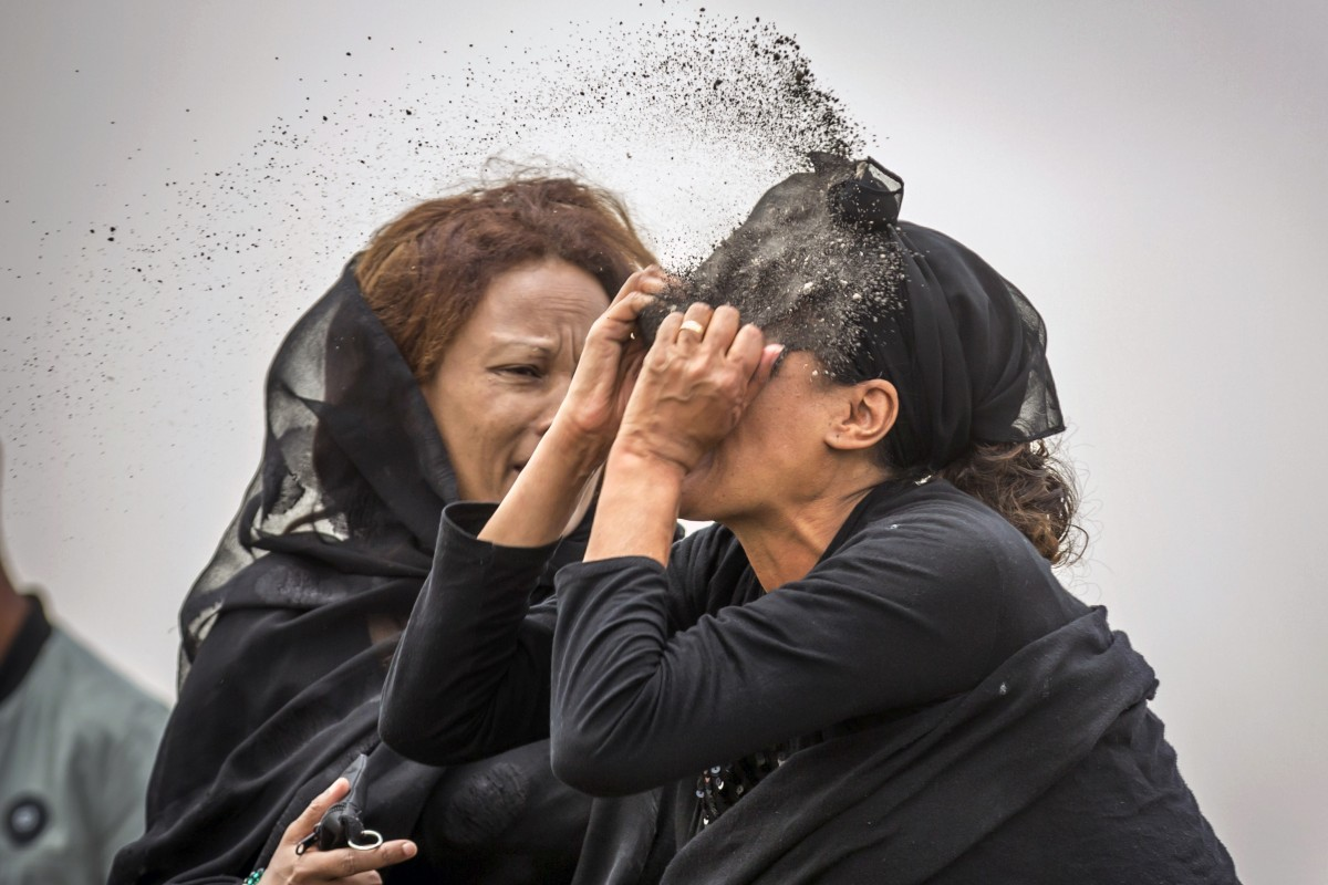 Grieving families given 1kg sacks of dirt from Ethiopia crash site