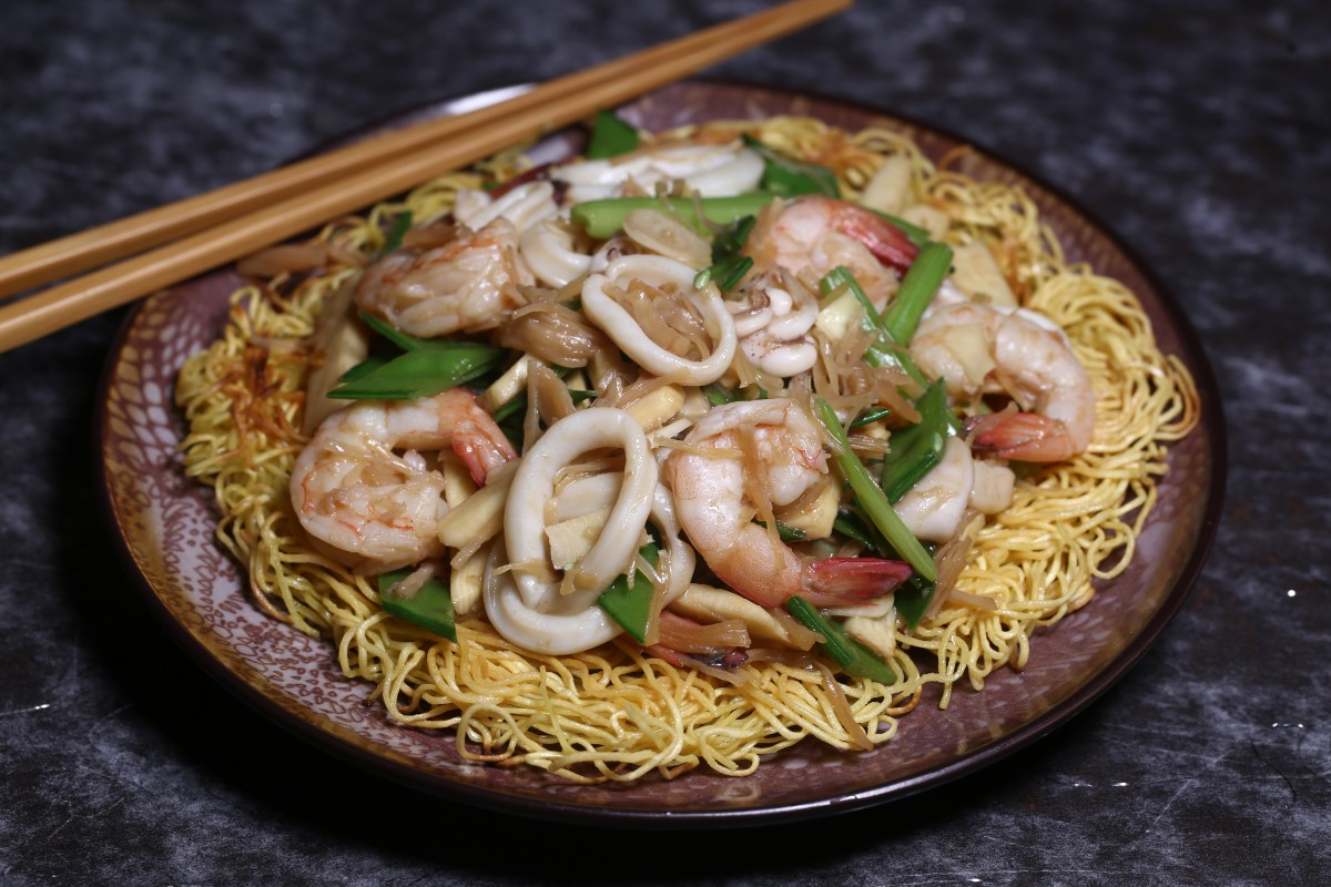 How to make chow mein with seafood and vegetables – a simple