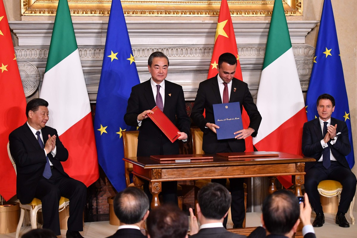(From left) Chinese President Xi Jinping, Foreign Minister Wang Yi, Italian Labour and Industry Minister Luigi Di Maio and Prime Minister Giuseppe Conte at the signing ceremony in Rome on Saturday. Photo: AFP