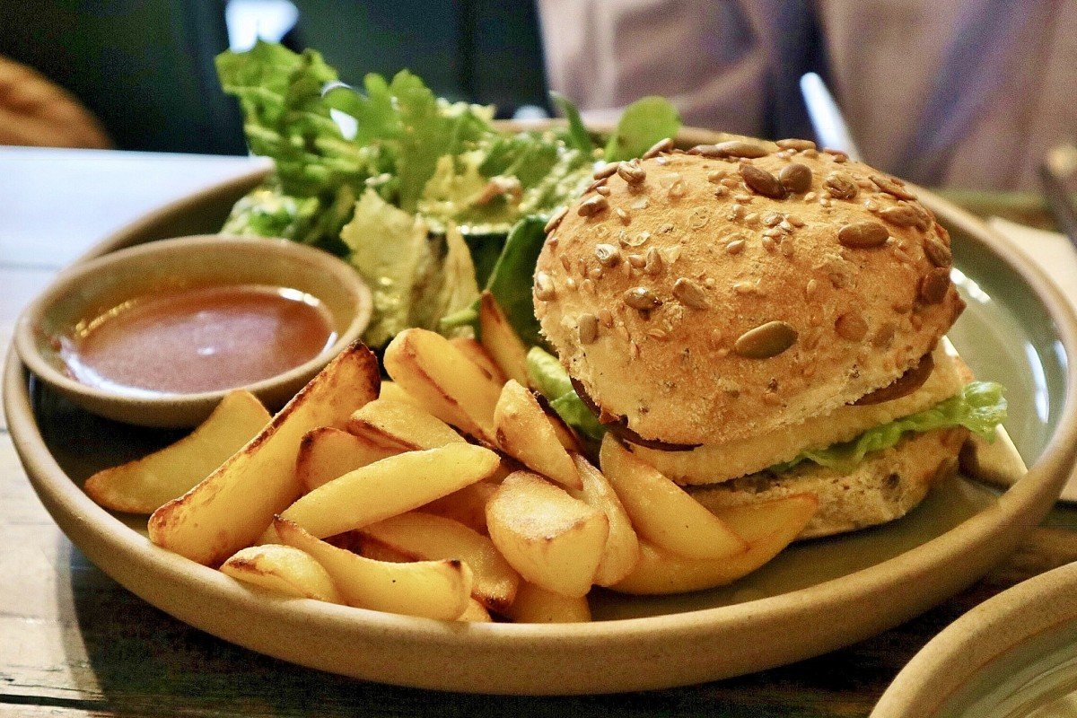 We review 10 vegan burgers in Hong Kong – which one was the best?